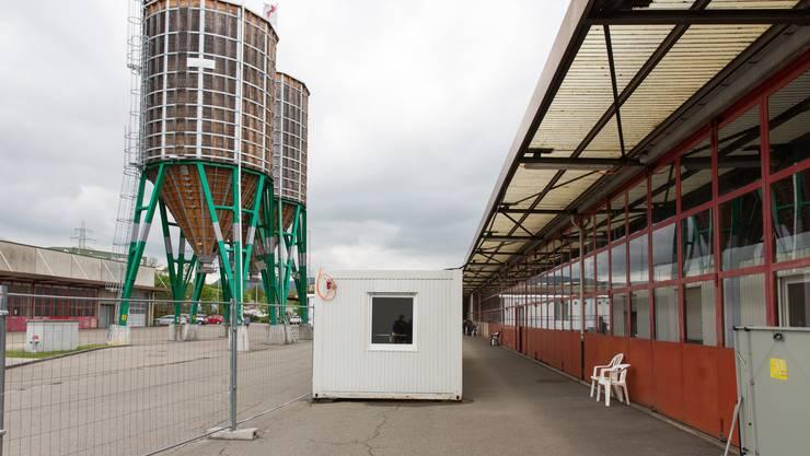 Die Asylunterkunft ist in einer der beiden Hallen im ehemaligen A3-Werkhof untergebracht.