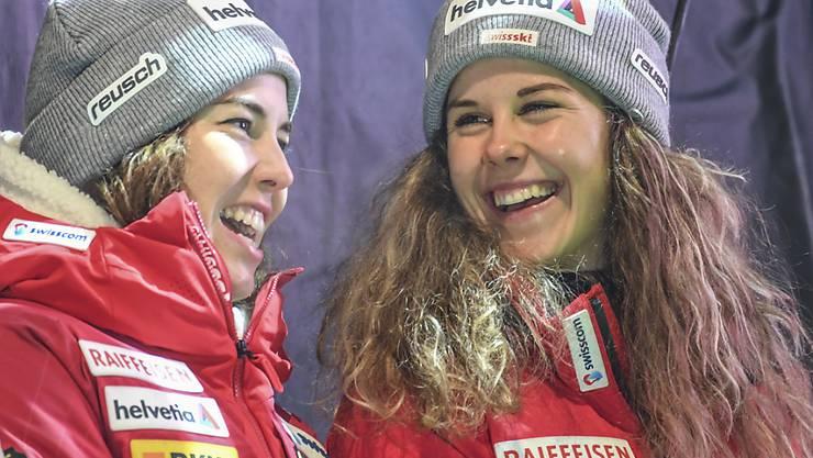 Aline Danioth (rechts) hat gut lachen: Trotz für sie wegen einer Verletzung vorzeitig beendeten Weltcup-Saison steigt die Urnerin ins Nationalmannschafts-Kader von Swiss-Ski auf