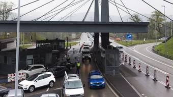 «Da wird um Parkplätze gefightet»: Wer hier anhält, will die deutsche Steuer zurück.