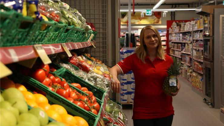 Filialleiterin Jasmin Müller wird im neuen Denner-Laden im Frick dafür sorgen, dass die Obst- und Gemüsekörbe gefüllt sind.
