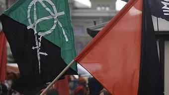 Kundgebung mit Fahnen: Links-Autonome in den Gassen von Bern