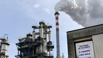 Die Tamoil-Raffinerie im Wallis könnte von einem libanesisch-amerikanischen Financier aufgekauft werden (Archiv)