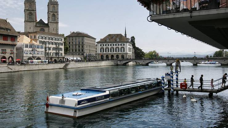 Die auf den Planskizzen dargestellte Höhe der Brücke könnte ein Problem für die Limmatschiffe darstellen. (Archiv)
