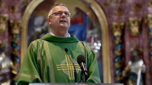 Pfarrer Wendelin Bucheli von Bürglen bei einer Messe (Archiv)