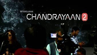Im indischen Raumfahrtzentrum war in der Nacht auf Samstag die Enttäuschung gross, als die Kommunikation zur Mond-Mission Chandrayaan-2 abgerissen ist.