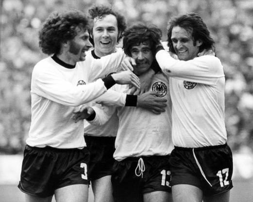 Paul Breitner, Franz Beckenbauer, Gerd Mueller und Wolfgang Overath (v.l.n.r.) freuen sich über Müllers Siegtor gegen Holland im WM-Final 1974.