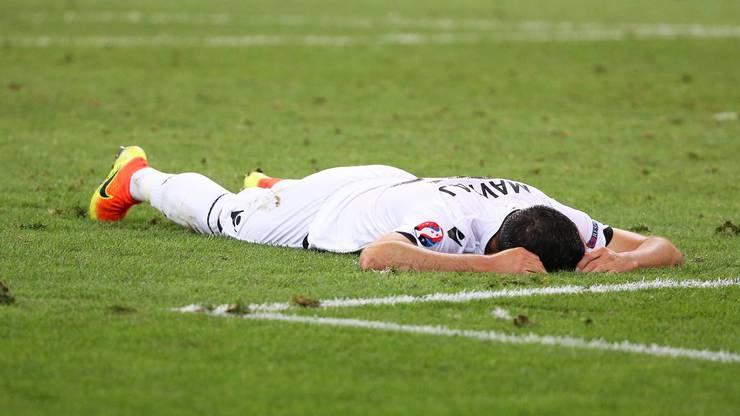 Zu Tode betrübt: Mergim Mavraj nach dem 0:2 gegen Frankreich – bis zur 90. Minute stand es noch 0:0.