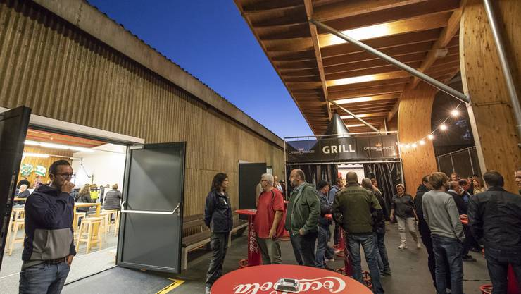 Neue Verpflegungsmöglichkeiten rund um und in der einstigen Curlinghalle.