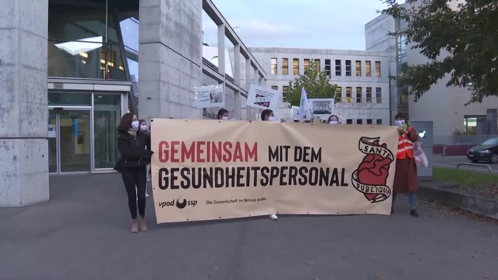 Gesundheitspersonal geht in Zug und Luzern auf die Strasse