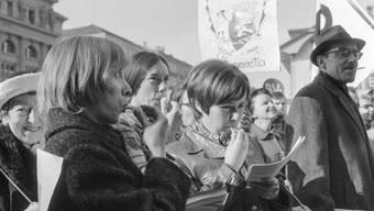 Das Pfeifkonzert galt all den Männern, die seit Jahrzehnten dem Frauenstimmrecht Hindernisse in den Weg legten. (Archivbild)