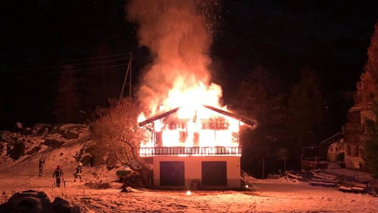 Beim Brand eines Chalets in Zermatt entstand erheblicher Sachschaden. Die Brandursache ist noch nicht geklärt.