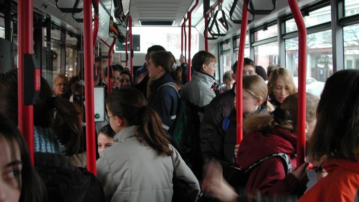 Für viele Buslinien wird der Fahrplan in den Stosszeiten verdichtet.