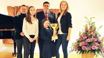 V.l.: Andreas Kamber, Chef-Juror, Marie Carrière, Aegerten (Siegerin Kategorie 2), Peter Dietschi, OK-Präsident, Anna Schultsz, Basel (Siegerin Kategorie 1), und Anastasia Braginskaya, Luzern (Siegerin Kategorie 3).
