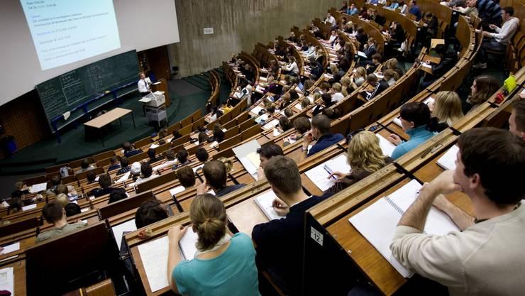 Die Theologische Fakultät an der Universität Basel soll im Jahr 2017 mindestens eine Professorin berufen (Symbolbild).