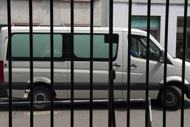 In diesem Wagen wurde der der 56-Jährige ins Gericht gefahren.