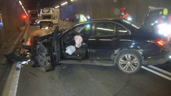 Zwei Autos prallen im Gotthard-Tunnel zusammen – ein Schwerverletzter