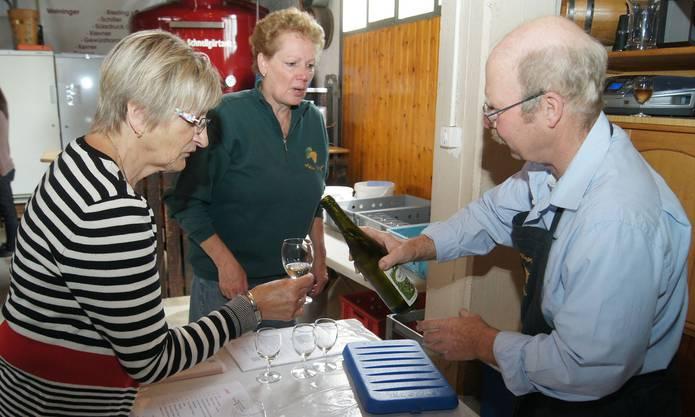 Weindegustation bei Silvia (Mitte) und Peter Vogler