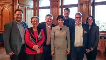 Markus Meier (3. von links) und der Gemeinderat Villmergen zu Gast bei Bundesrätin Doris Leuthard in Bern.