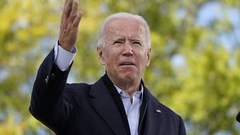 Joe Biden, demokratischer Bewerber um die Präsidentschaftskandidatur und ehemaliger US-Vizepräsident, spricht während Wahlkampfveranstaltung an der Riverside High School. Foto: Carolyn Kaster/AP/dpa