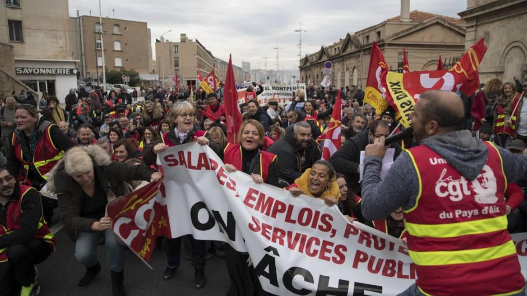 Wegen des Generalstreiks in Frankreich fallen auch am heutigen Freitag im öffentlichen Nahverkehr und im Fernverkehr des Landes zahlreiche Verbindungen aus. (Symbolbild)