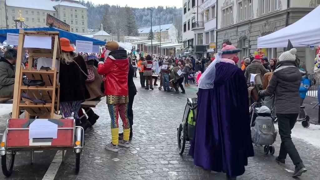 Trotz Corona-Massnahmen: Tausende Zuschauer bei Sühudiumzug in Einsiedeln
