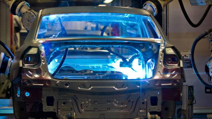 In den VW-Fabriken werden die Roboter auf den Produktionsstrassen bald stillstehen (Symbolbild)