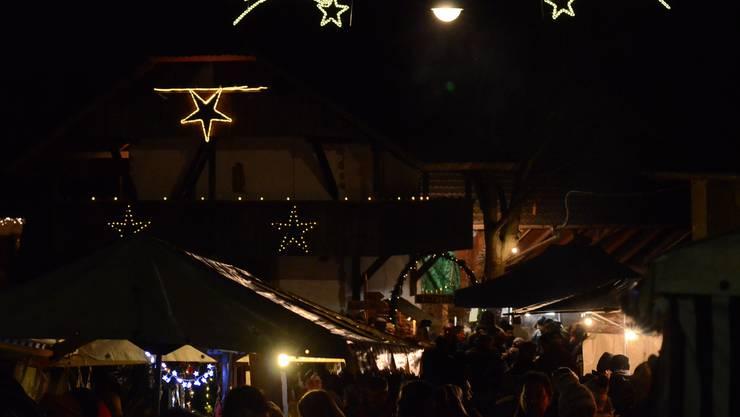 Weihnächtliche Stimmung in Eppenberg - kaum fiel die Nacht über das Dorf, erstrahlten die Bethlehem-Sterne am Himmel