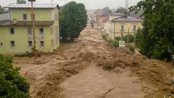 Die Ortschaft Triftern in Süddeutschland wird von einem Blitzhochwasser heimgesucht.