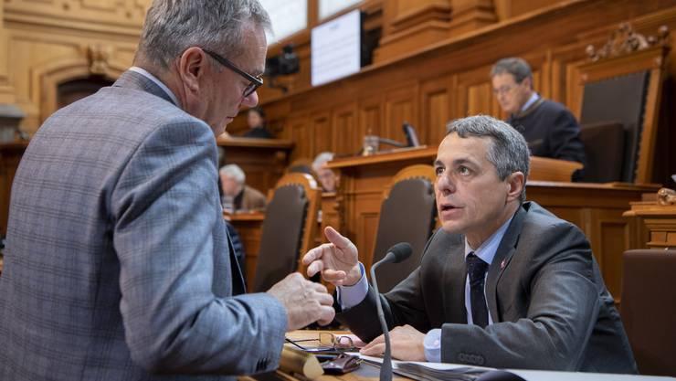 Ruedi Noser (FDP) und Aussenminister Ignazio Cassis im Gespräch.