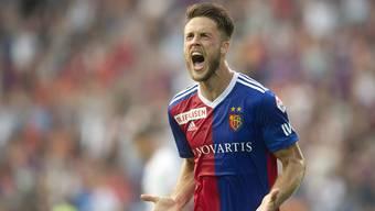Basels Torschütze Ricky van Wolfswinkel jubelt zum 4:0.