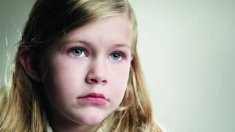 Schweres Los: Kinder aus suchtbelasteten Familien fühlen sich oft ausgeliefert, ohnmächtig, allein gelassen. (Lifesize/Ryan McVay)