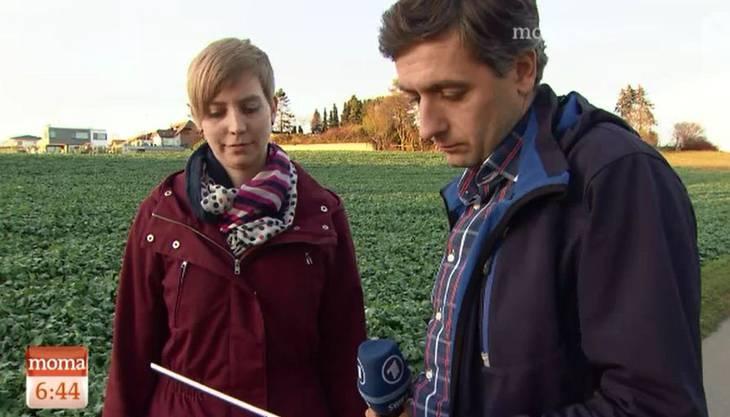 Studentin Johanna Gündel lässt zusammen mit dem Reporter den Bericht Revue passieren.