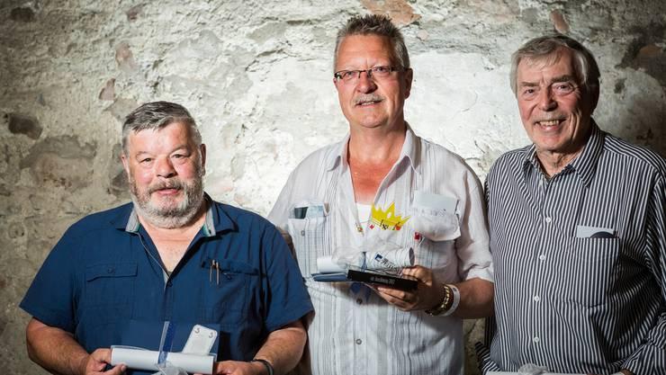 Von links: Kurt Koch aus Villmergen (3. mit 3099 Punkten), Thomas Hollinger aus Wil (1. az-Jasskönig mit 3167 Punkten) und Ullrich Heinze aus Suhr (2. mit 3139 Punkten).