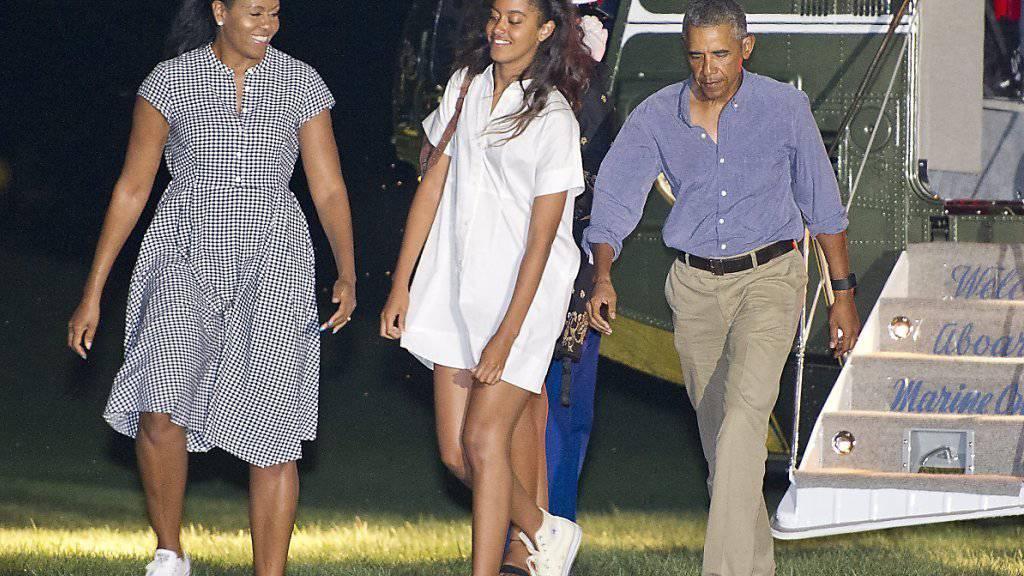 Ferien vorbei: US-Präsident Barack Obama mit Ehefrau Michelle und Tochter Malia bei der Ankunft vor dem Weissen Haus.