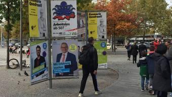 Wahlplakate am Sechseläutenplatz. Die Parteien wollen Stammwähler aktivieren und wenn möglich Neuwähler gewinnen.