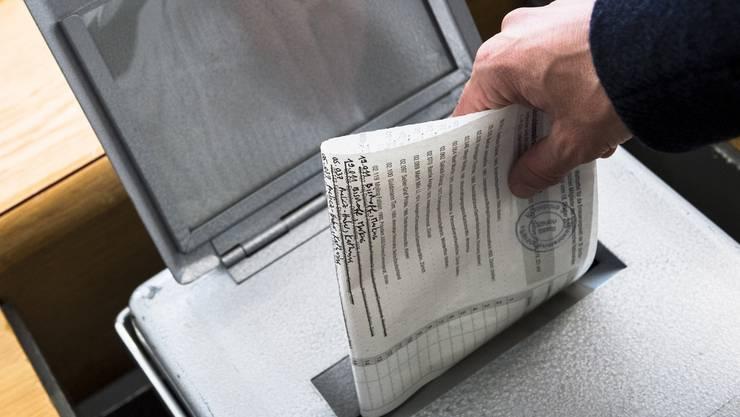 Der Bund sieht es nicht gerne, wenn Gemeinden ihre Wahlergebnisse bereits publizieren, bevor alle Urnen geschlossen sind. (Symbolbild)