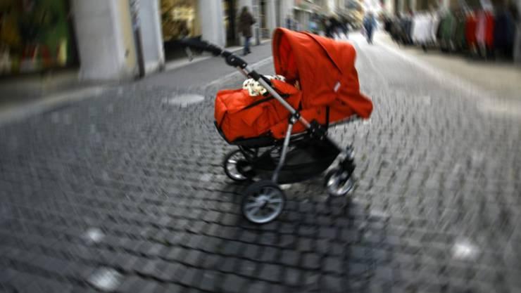 Sollen Männer in den Genuss von mehr Vaterschaftsurlaub kommen?