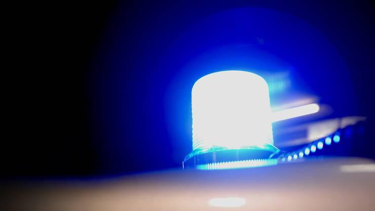 Der Angeklagte übersah auf der Autobahn das Warnsignal eines zivilen Polizeiautos, das einen Töfffahrer verfolgte. (Symbolbild)