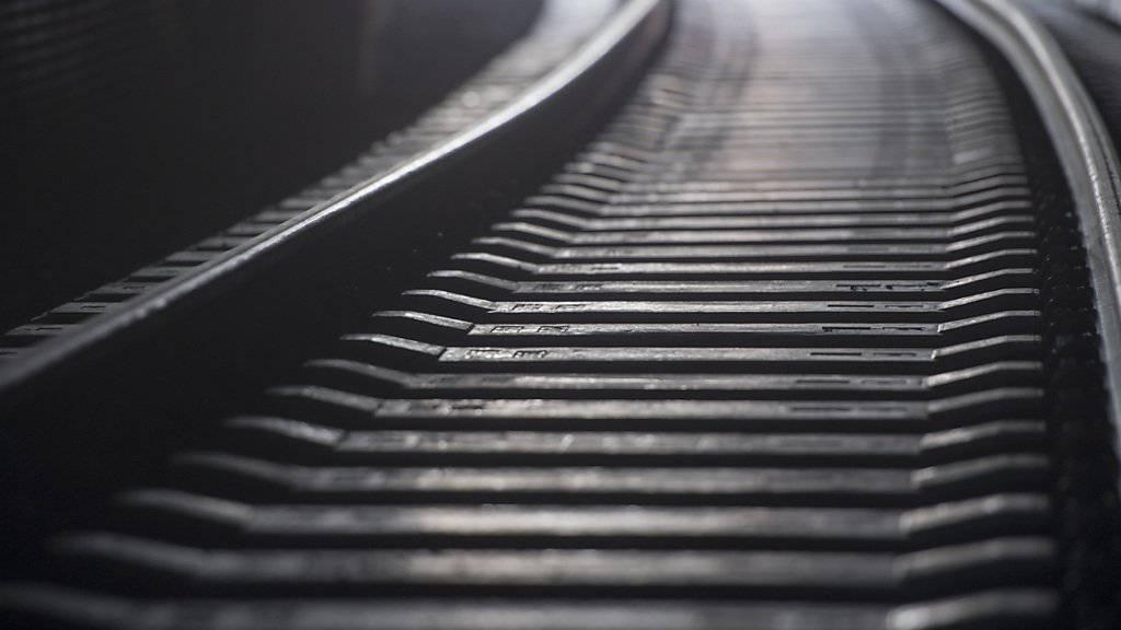 Bahnschienen sind zwar auf heisse Tage ausgelegt, aber bei extremer Hitze wie am Donnerstag kann es zu Verwerfungen kommen, heisst es bei den SBB. (Archivbild)