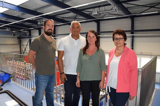 Sie führen durch die Firma: Remo Eichenberger, Geschäftsführer Cosimo Pesare, Elsa Pesare und Sandra Rufli (von links).
