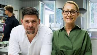 Grossmaul Tim Mälzer fordert die zurückhaltende Stucki-Chefin Tanja Grandits zum Duell heraus.
