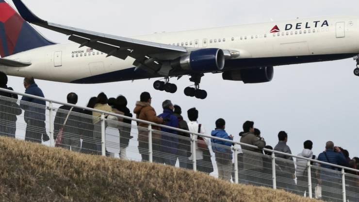 Delta Airlines (Archiv) und mehrere andere Fluglinien auf der Transatlantikroute erhielten Drohungen.