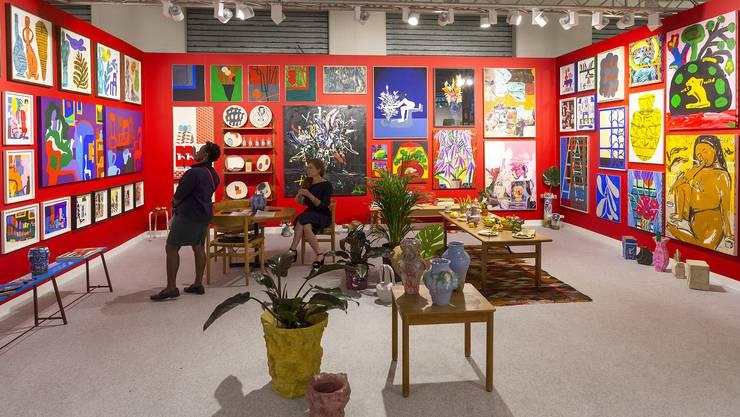 Bei V1 (Kopenhagen) interpretieren 20 Künstlerinnen und Künstler das «Rote Atelier» von Henri Matisse. Kunstgeschichte zum Schmunzeln und Kaufen.