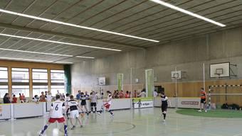 Im Gymnasium Bäumlihof war am Samstag Saisoneröffnung der Surprise-Strassenfussball-Liga.