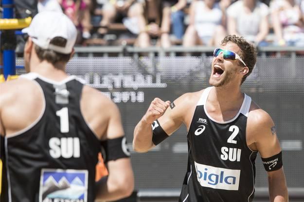 Die Schweizer Beachvolleyballer Nico Beeler und Marco Krattiger haben in Edmonton erstmals ein World-Tour-Turniers gewonnen.