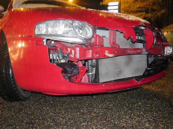 Die 18-jährige Rollerfahrerin wurde verletzt ins Spital gebracht.