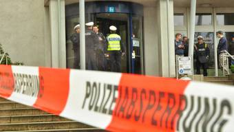 Spital durchsucht in Mönchengladbach durchsucht - doch der mutmassliche Kindermörder stellte sich in einem Imbiss. (Archivbild)