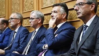 Hans Wicki (zweiter von rechts) und Erich Ettlin (dritter von rechts) sind als Ständeräte in stiller Wahl wiedergewählt. (Archivbild)