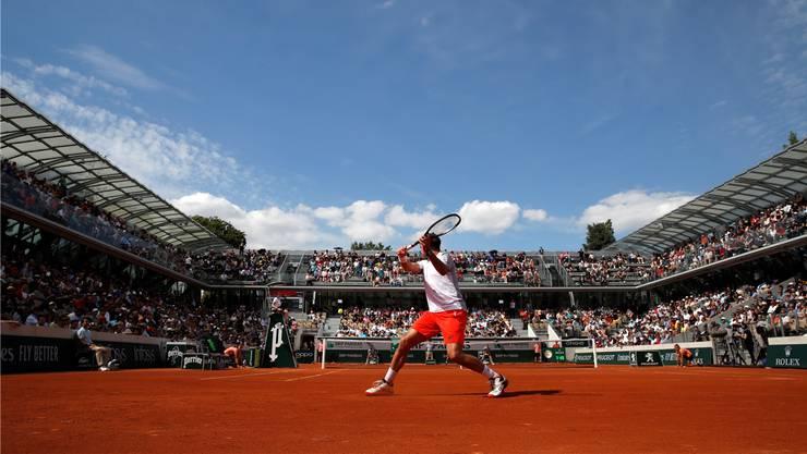 Stan Wawrinka startet mit einem Sieg auf dem neuen Court Simonne-Mathieu in die French Open.