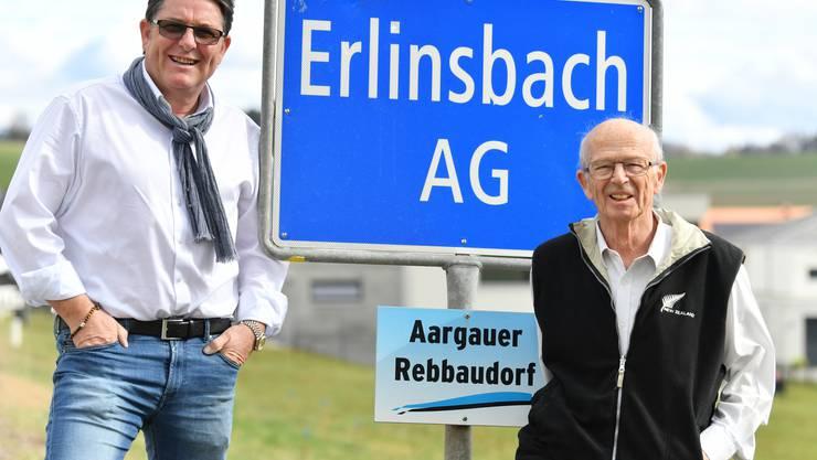 Präsident Roberto Heller (lins) und Kassier Emil Mäder (rechts) vom Verein Männerkrankenkasse Erlinsbach